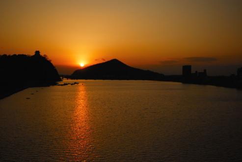 犬山城と夕日