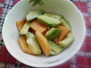 アボガドと柿のレモンサラダ