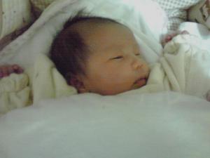 新生児の寝るスタイル