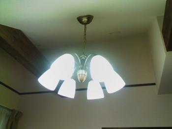 付け替え後の照明