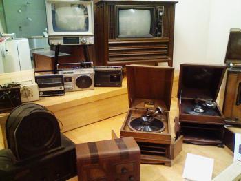 テレビやラジオ