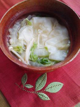 餃子の皮と白菜のピリ辛スープ