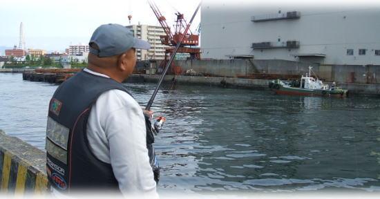 喜多さんが、竿を曲げています ・・・