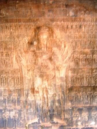 ビシュヌ神のレリーフ
