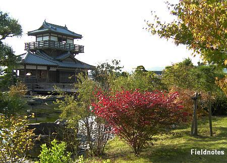 池田城跡公園の展望休憩舎