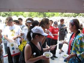 「Sanuki Udon Noodle」 に長蛇の列が…