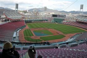 報道陣に公開された広島の新市民球場