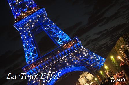 gエッフェル塔ー青い光に白の点滅12IMG_5412