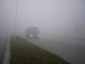 濃霧、視界10m