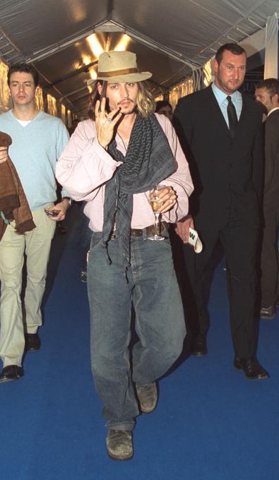 2001ジョニー全身姿
