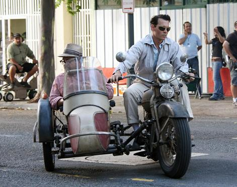 fp_2105668_johnny_depp_is_classic_cool_driving_a_vintage_motorcycle_.jpg