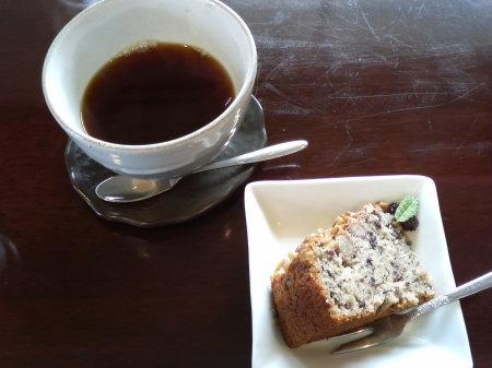 コーヒーと黒米入りさつま芋のケーキ-キンタ(長岡市寺泊)