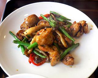 鶏もも肉のピリ辛胡椒炒め