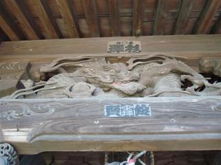 正面竜の彫刻