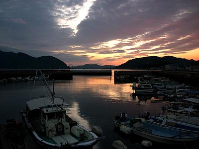 夕焼けモードで撮影した阿伏兎港