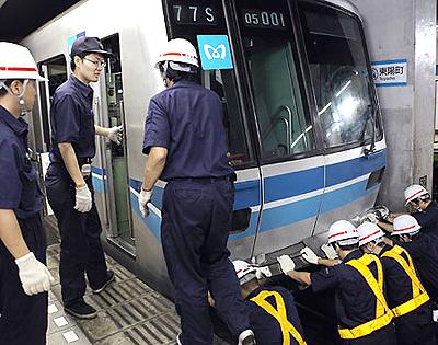 東京メトロ東西線の衝突事故