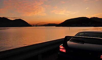 夕焼けと内海大橋と我が愛車
