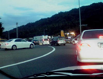 小谷S.A.出口での渋滞