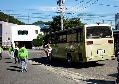 スタート地点までバスで移動