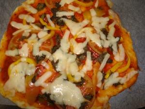 焼いたピザ