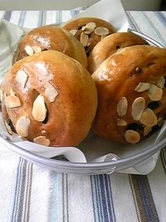 09225 メープル干しぶどうパン