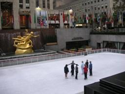ロックフェラーセンター前のスケート場