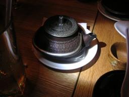食後にお茶を頼んだら、こんな風に。
