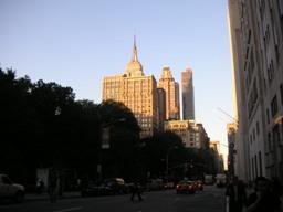 巨大な建造物が見えて