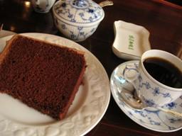 ケーキ食べた(゚ー゚)