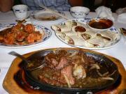 車えびのチリ炒め、牛肉の鉄板焼き、北京ダック
