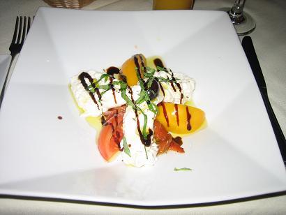 チーズとトマトの前菜