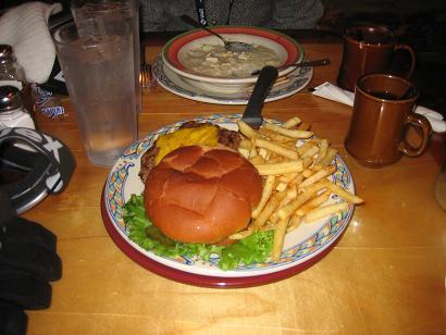 クラムチャウダーとハンバーガー