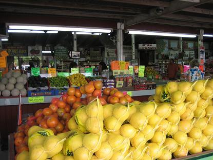 店内はフルーツでいっぱい