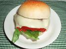 ヨーグルト酵母のプチパンでチーズバーガー♪