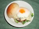 ヨーグルト酵母のプチパンで月見チーズバーガー