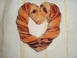 ハートのねじり折込パン