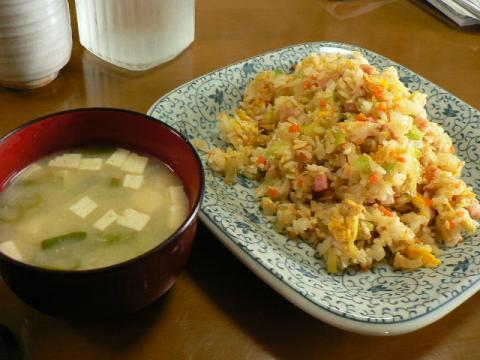 味噌汁と玉子炒飯