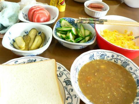 カレースープとサンドイッチ