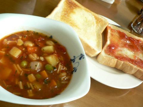 トマトスープとトースト