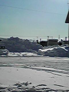一面の雪と青空