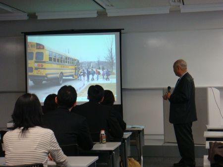札幌シンポジウム 011アメリカの学校のスライド1