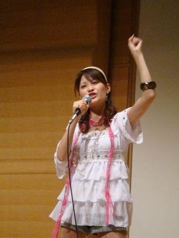 歌うayanoさん 012
