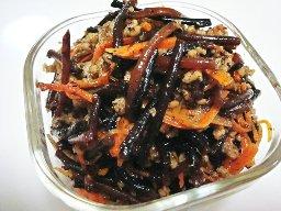 豚挽肉とひじきの煮物