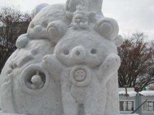 0211 004 リラックマの雪像