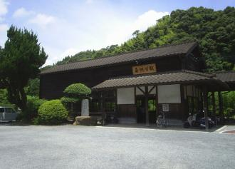01 駅舎概観 (30%)