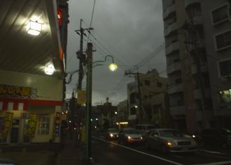 01 日食時の街の様子 (30%)