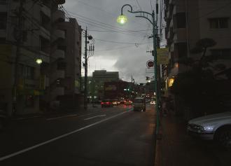 02 日食時の街の様子 (30%)