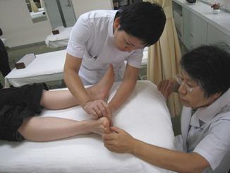 東方鍼灸院にて研修風景2