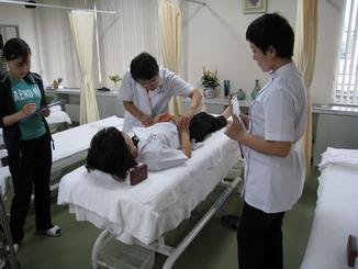 東方鍼灸院にて研修風景1