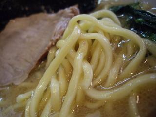 立川つばさ家 ラーメン(麺アップ)